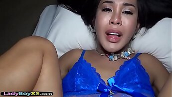 Asian ladyboy with a red lipstick gets barebacked