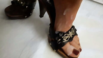 Slut piss and cum on Feet in Nylons
