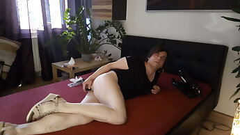 German Crossdresser: Dildo + fucking machine = orgasm